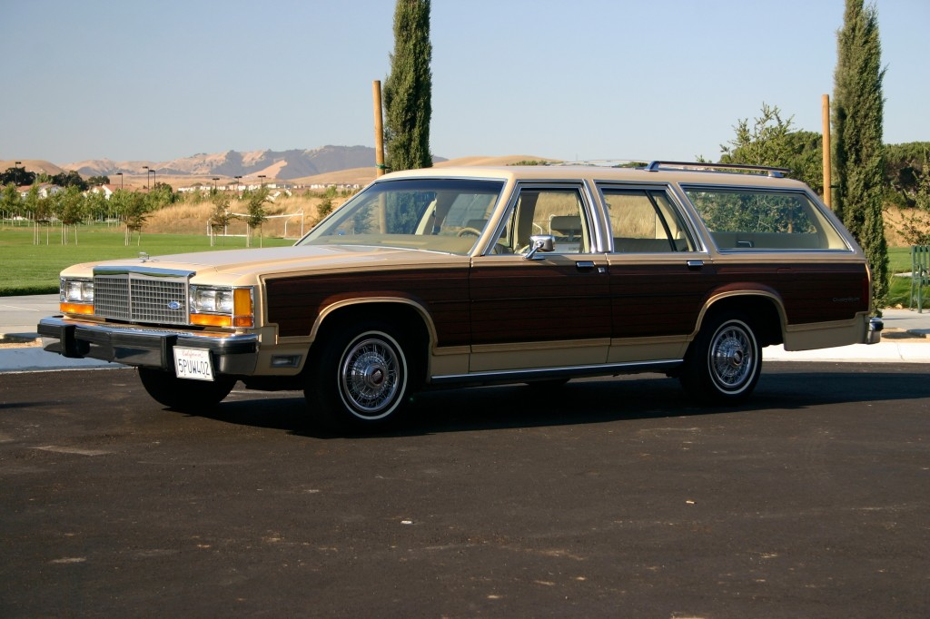 1982_ltd_country_squire_frontleft